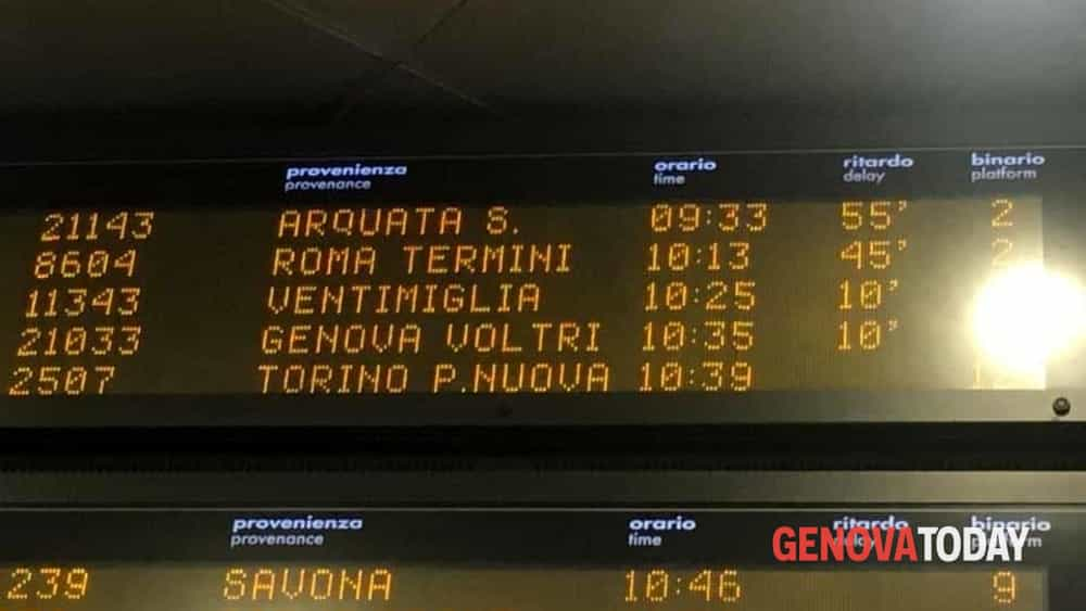 tabellone treni ritardo-2