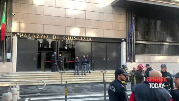 VIDEO | «Alle 11 scoppia una bomba», tribunale evacuato