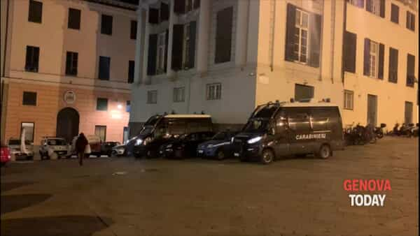 VIDEO | Assembramento in piazza Matteotti, le forze dell'ordine non intervengono