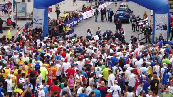 RINVIATA - Mezza Maratona di Genova 2020: tutte le novità, sulla medaglia la figura del nuovo ponte
