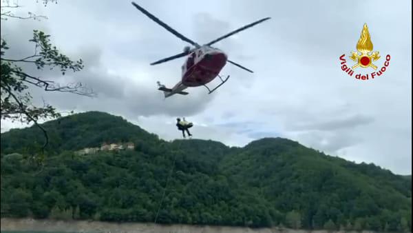 Cercatrice di funghi, soccorsa dall'elicottero. Video