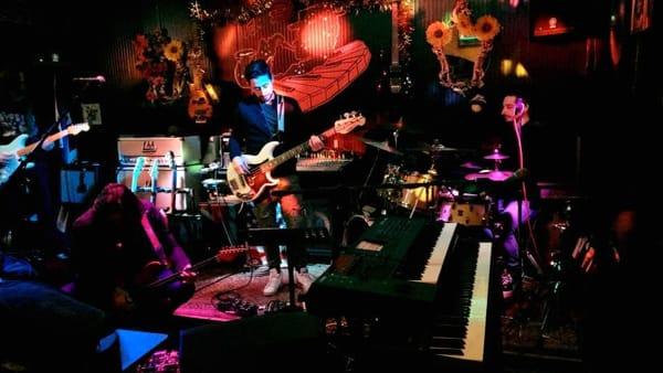I Dire Strato portano la musica dei Dire Straits al Crazy Bull