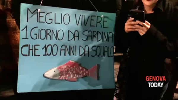 «La Liguria non si Lega», 8mila sardine invadono De Ferrari. Video