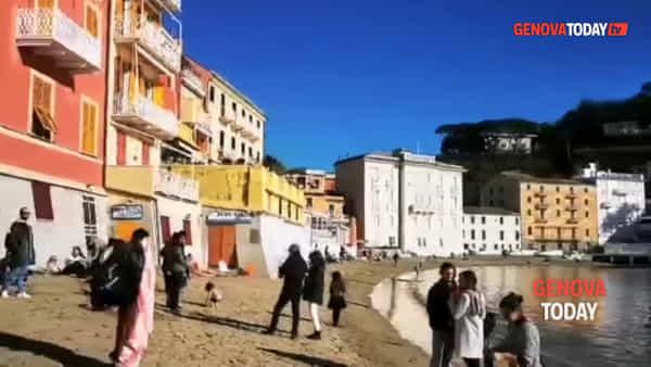 Sole e temperature miti, a Sestri Levante si fa il bagno