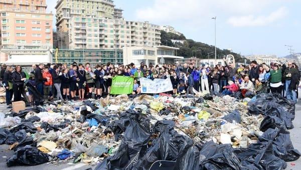 Giornata di pulizia delle spiagge alla Foce