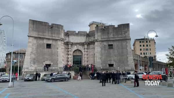 Nuovo ponte di Genova, Conte incontra parenti delle vittime e residenti della Valpolcevera. Video