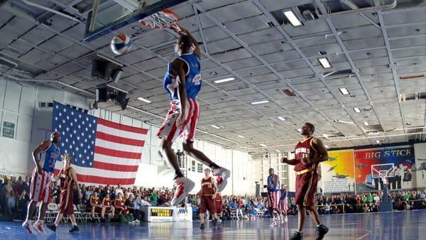 Gli Harlem Globetrotters in tour all'RDS Stadium tra acrobazie ed evoluzioni