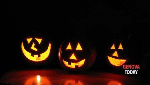 Swing e ritmo a Villa Bombrini per la notte di Halloween