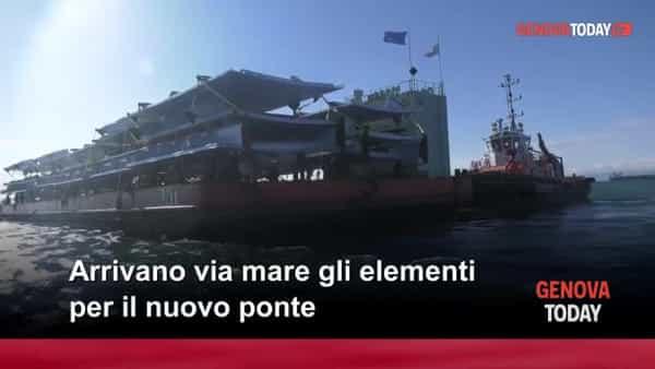 VIDEO | Nuovo ponte, l'arrivo dei nuovi pezzi dal mare