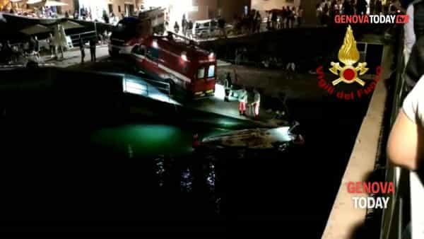 VIDEO | Quinto, notte di lavoro per il recupero di un gozzo alla deriva