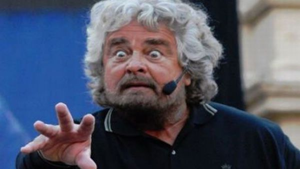 Lo Tsunami tour di Beppe Grillo a Genova, il video
