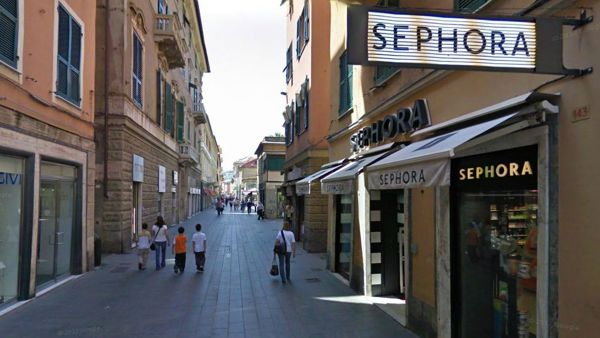 Ladri in via Sestri, spariscono cellulari e tablet