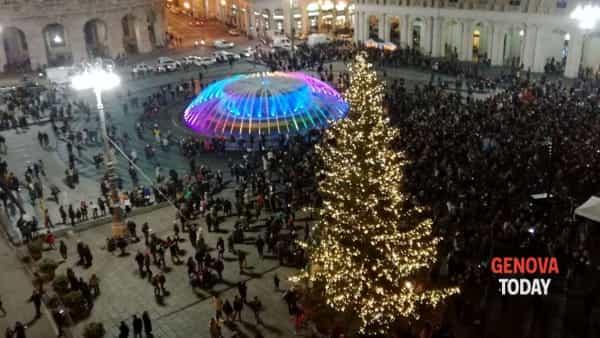 Capodanno in piazza De Ferrari: parole dei poeti proiettate, musica, e tanto altro