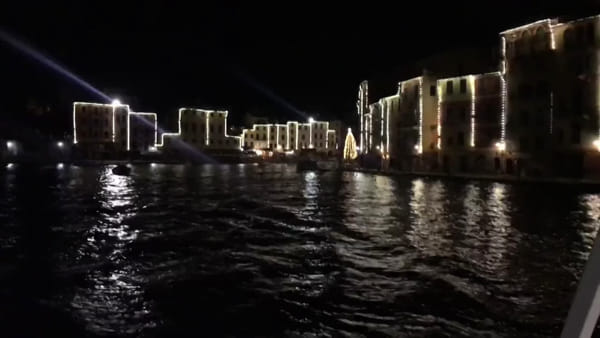 Portofino, le luci di Natale viste dal battello | Video