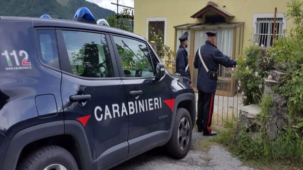 Eroina e crack nascosti in camera da letto, arrestato