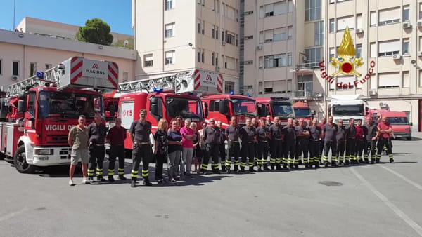 Crollo ponte Morandi, un minuto di silenzio al comando dei vigili del fuoco. Video