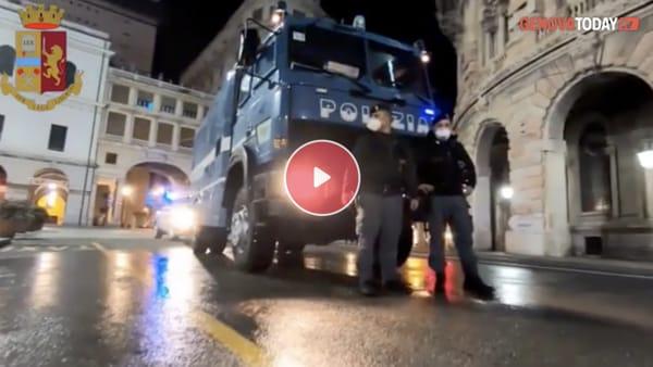 VIDEO | Il mezzo idrante della Questura sanifica le strade, interventi dalla Foce a Principe