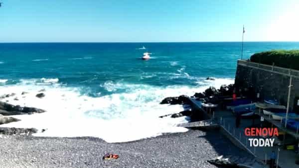 VIDEO | Disperso in mare a Quinto, in azione anche l'elicottero
