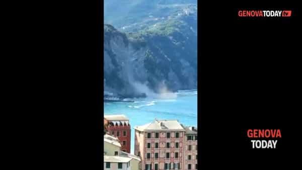 VIDEO | Camogli, frana la falesia: massi in mare in nuvola di polvere