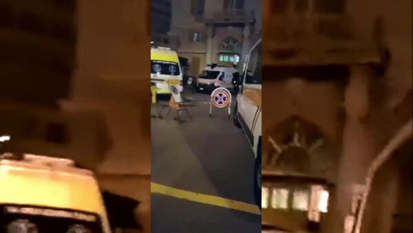 VIDEO | Notte di passione al Galliera, ambulanze in coda per ore