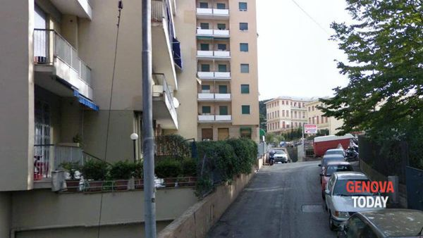 Sampierdarena: furto con strappo, via la collanina d'oro