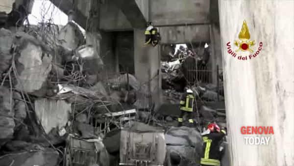 Anniversario crollo Morandi, voci e immagini della tragedia: «Dietro un poliziotto c'è sempre un uomo»
