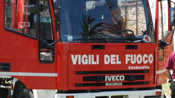 Incidente in via Monte Fasce, auto in una scarpata: due feriti