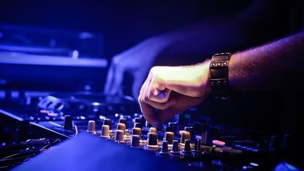 AbsolutMixingNights: si balla per tutta la notte ai Magazzini del Cotone