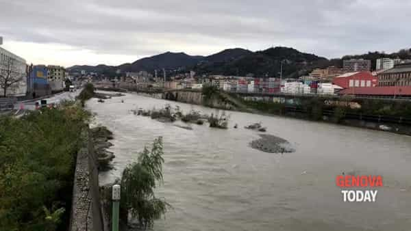 VIDEO | Allerta rossa, la situazione del Polcevera dal ponte di Cornigliano