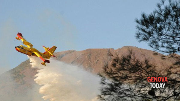 Fiamme a Nervi: incendio vicino all'A12