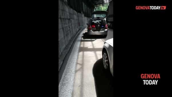 VIDEO | A7, auto ferme in coda: automobilisti improvvisano un concerto