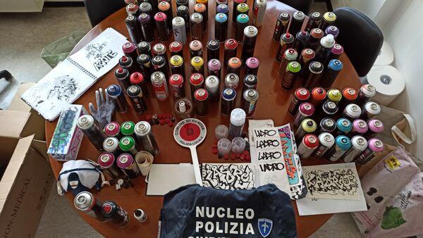 Murales Con La Scritta Ladro Sui Muri Della Citta Writer Denunciato