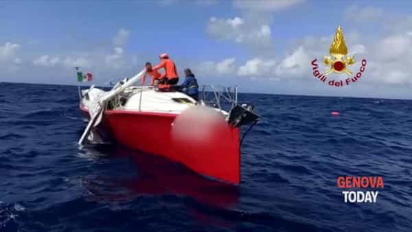VIDEO | Barca in avaria, intervengono i vigili del fuoco