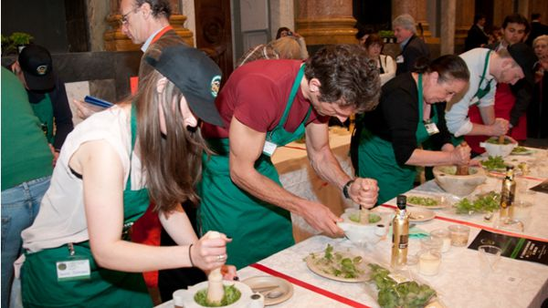 Campionato mondiale del pesto: lotta fino all'ultimo colpo di...mortaio