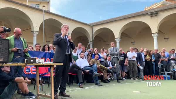 Esplosione ponte, l'appello di Bucci a Certosa: «Collaborate, per i vostri concittadini» | Video