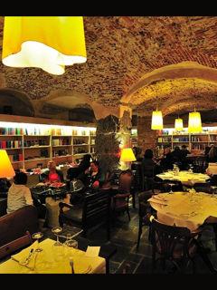 Nouvelle vague ristorante caffè eno-libreria